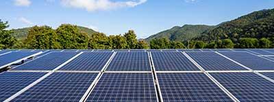 Instal·lació fotovoltaica amb bateries - Energia solar amb connexió a xarxa i bateries