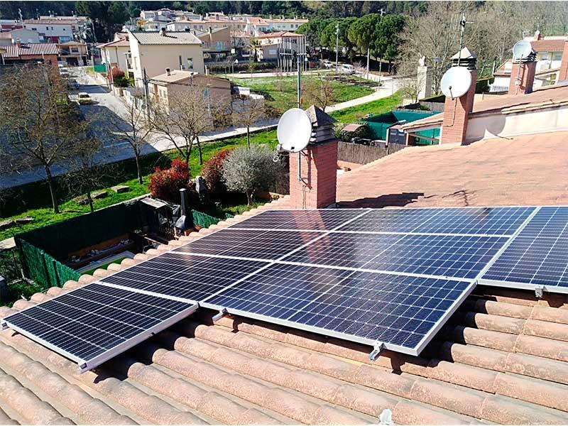 Instal·lació de plaques solars a Sant Julià de Ramis (Girona)
