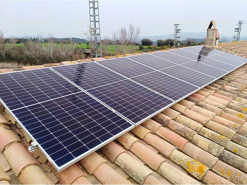 Instal·lació de plaques solars a Rupià (Girona)