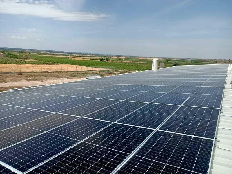 Instal·lació de plaques solars a Sant Aniol de Finestres (Girona)